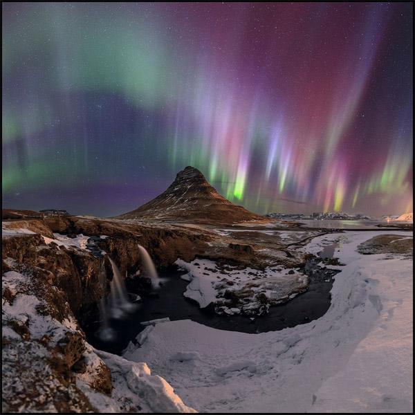 طوفان خورشیدی عظیم که در ۱۷ و ۱۸ مارس ۲۰۱۵ به زمین رسیدند این شفقهای رنگارنگ را در ایسلند ایجادکردند.عکس از:Babak A. Tafreshi
