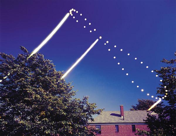این تصویر آنالما حرکت خورشید را از فوریه ۱۹۷۸ تا فوریه ۱۹۷۹ نشان میدهد.عکس از:Dennis di Cicco