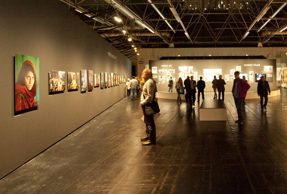 نمایشگاههای عکس از عکاسان تراز اول در جنب نمایشگاه فتوکینا . (عکس از علیرضا وفا)