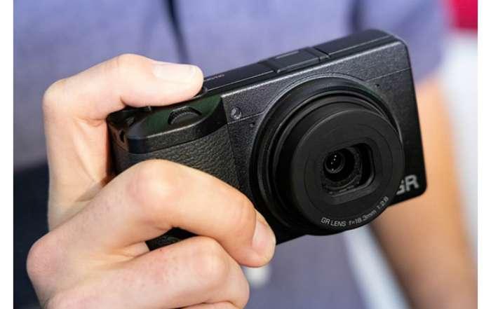 دوربین Ricoh GR III